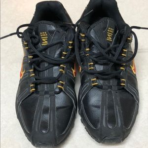 EUC Nike shox